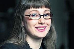 """Gabriele Petricek lebt in Wien. Von ihr erschienen: """"Zimmerfluchten"""", Erzählungen (2005, Literaturedition NÖ), """"Von den Himmeln, Triptychon"""" (2009, Sonderzahl), """"Joyce's Choice oder Ein Hund kam in die Küche"""" (2011, Sonderzahl)."""