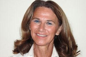 Brigitte Hoffmann ist Fachärztin für Chirurgie im Wiener Hartmannspital. Seit 2006 widmet sie sich dort dem Aufbau der Schwerpunktabteilung Brustchirurgie. Davor war sie 13 Jahre lang in der zweiten Chirurgie im Wilhelminenspital tätig, ebenfalls mit Schwerpunkt Brustchirurgie.