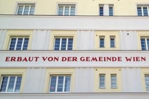 Laufend werden Wiener Gemeindebauten saniert, derzeit 95 Wohnanlagen mit rund 19.500 Wohnungen.