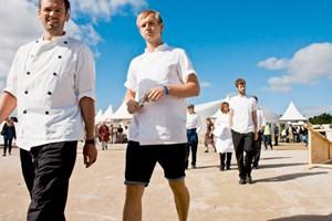 Junge Köche auf dem Weg zum Wettbewerb.