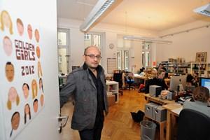 Ein Labor im siebten Wiener Gemeindebezirk, das sich global ausrichtet: Arash T. Riahi und Kolleginnen bei Golden Girls.