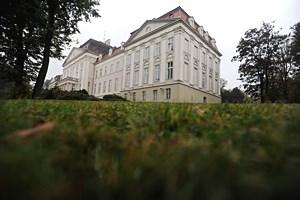 """Mehr als 1000 frühere Heimbewohner haben sich seit Bekanntwerden der Missbrauchsfälle am Wilhelminenberg bei der Opferschutzorganisation """" Weißer Ring"""" gemeldet."""