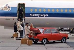 Da staunt sogar der Flugkapitän: Dieser Wagen hat einen Kofferraum.