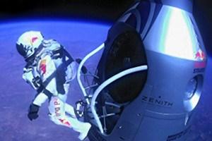 Der Moment aller Momente: Felix B. neigt sich zum Planeten E.
