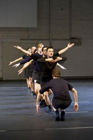 """Ensemble von Laurent Chétouanes """"Sacré Sacre du Printemps"""" im Tanzquartier."""