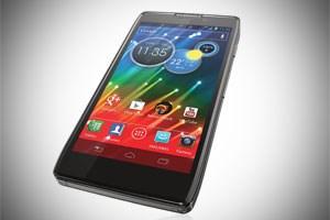 Motorola Razr HD: leichte Android-Anpassungen als Kompromiss für Mobilfunker.