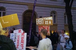 Am Abend gingen über 60 Menschen gegen die Festplattenabgabe auf die Straße