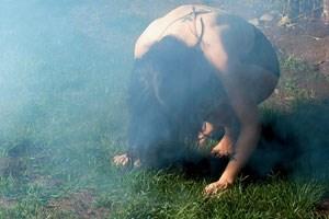 Die junge Künstlerin Chelsea Wolfe aus Kalifornien mag Orte, an denen die Sonne selten scheint.