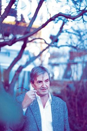 """Er ist das, was man in der Welt der Parfums eine """"Nase"""" nennt. Genauso wie sein Vater, sein Bruder und seine Tochter übt Jean-Claude Ellena den Beruf des Parfumeurs aus."""