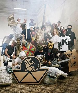 """Die Arche 2012 bittet vor der Apokalypse zur """"Letzten Weltausstellung""""."""