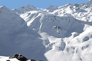 Eine Pendelbahn mit zwei Gondeln für 150 Skifahrer ist auf den Piz Val Gonda geplant. Nach drei Jahrzehnten Kampf wurde im September die naturschutzrechtliche Genehmigung beschlossen.