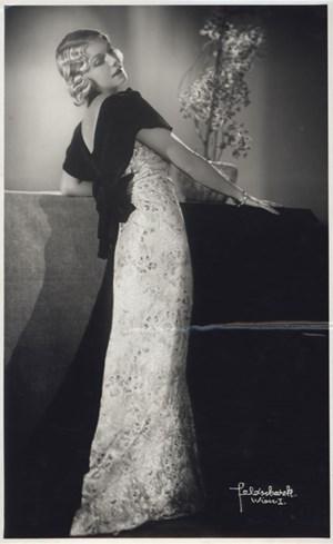 Erni Griebler, porträtiert von Pepa Feldscharek, Wien, ca. 1933.
