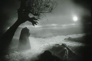 """Filmstill aus """"Faust - eine deutsche Volkssage"""" (1926) von Friedrich Wilhelm Murnau."""