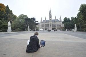Gratis im Internet surfen am Rathausplatz kann nur, wer sich mittels Handynummer registriert.