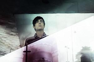 Der dänische Musiker Esben Andersen alias Rangleklods spielt falben Elektro-Pop.