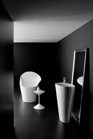 Angeblich inspirierten Pfützen auf Sardinien Ludovica und Roberto Palomba zu ihren Waschtischen und Wannen (Laufen-Kollektion 2012).