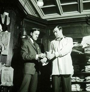 Der Londoner Traditionsschneider Turnbull and Asser stattete bereits Sean Connery, dem die Rolle des Bond auf den Leib geschnitten war, mit Maßhemden aus.