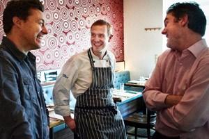 Brian Patton mit seinem aus Tschechien gebürtigen Koch Petr Matusny und Restaurantleiter Darren Murphy.