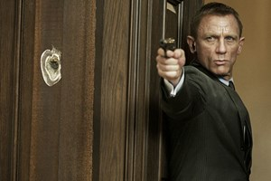"""""""Hin und wieder muss ein Abzug gedrückt werden!"""" - Noch ist James Bond (Daniel Craig) nicht reif für den Ruhestand."""