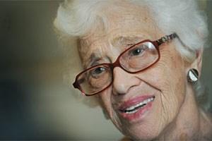 Naomi Feil (80) ist in Deutschland geboren, die Familie floh 1936 vor den Nazis in die USA, wo der Vater die Leitung eines Altenheims übernahm. Feil studierte Psychologie, spezialisierte sich auf alte Menschen und begründete 1973 die Validation. Sie war auf Einladung des Roten Kreuzes in Wien. Dort werden regelmäßig Validationskurse für Pflegende und Angehörige angeboten.