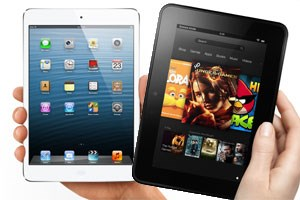 iPad Mini (links) und Kindle Fire HD buhlen im Weihnachtsgeschäft um Kunden.