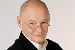 Dietmar Steiner: Autos machen die Straße zur Kampfzone.