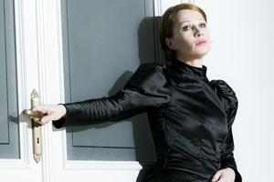 Eine Frau, die mit Berechnung Männer aufeinanderhetzt: Birgit Minichmayer (als Hedda Gabler).