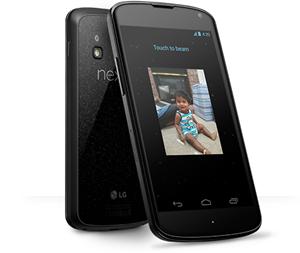 """""""Drahtlos"""" in jeder Hinsicht: Nicht nur, dass sich Daten drahtlos per Android Beam zwischen zwei Geräten übertragen lassen (das ging aber schon mit Android 4.1), das Nexus 4 kann auch drahtlos geladen werden."""
