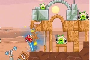 """""""Angry Birds: Star Wars"""": Mit Vögeln und Lichtsäbeln gegen die fiesen Schweinchen."""
