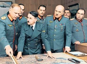 """Johannes Silberschneider als Adolf Hitler, Ulrich Tukur (li.) als """" Wüstenfuchs"""" Erwin Rommel in Niki Steins Film """"Rommel""""."""