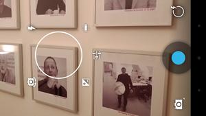 Das User Interface der Kamera wurde deutlich reduziert, die Einstellungen lassen sich an jeder Stelle über einen Langdruck auf den Bildschirm (oder alternativ über den Knopf rechts oben) aufrufen.
