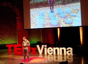 Tom Bieling erörterte die Rolle von Minderheiten bei Gestaltung und Design.