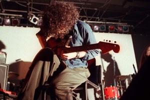 """Gitarrist Efrim Manuel Menuck wird kommenden Montag in der Wiener Arena das neue Godspeed- Album """"Alleluja! Don't Bend! Ascend!"""" vorstellen."""