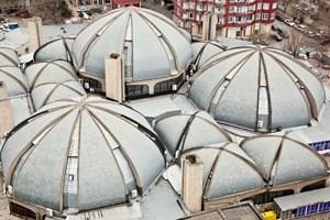 ... die traditionellen Formen des Basars in Baku, ...