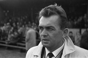 Trainer Ernst Happel im Oktober 1965 bei einem Spiel seines erstens Klubs als Cheftrainer ADO Den Haag (Foto unter Creative-Commons-Lizenz (3.0, BY-SA))