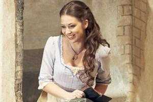 """Sogar in der 197. Repertoirevorstellung begeistert Donizettis """"L' elisir d'amore"""" an der Staatsoper. Insbesondere mit Adriana Kucerová als Adina."""