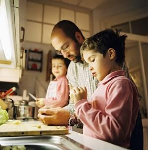 Überdurchschnittlich wenige Männer gehen in Österreich in Väterkarenz.