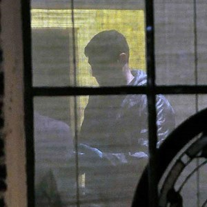 """Vier Stunden lang waren die Ermittler in dem Haus von Broadwell im Einsatz, schreibt der """"Charlotte Observer""""."""