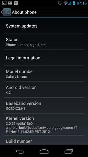 """Der gewohnte """"About""""-Screen offenbart ein interessantes Detail: Am Galaxy Nexus hat man sich dazu entschlossen, weiterhin bei der bisher genutzten Linux-Kernel-Version zu bleiben. Zum Vergleich: Das Nexus 4 setzt auf den deutlich neueren Kernel 3.4."""