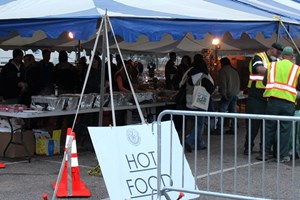 Christliche Gemeinschaften verteilen allerorts gratis warmes Essen.