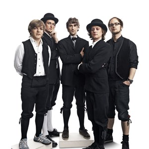 """Meisterschaft am Instrument trifft Geselligkeit und Groove: Die fünf vom Holstuonarmusigbigbandclub stellen ihre neue CD """"grüsele live"""" vor."""