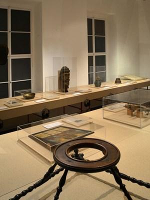 """Die Ausstellung """"Mikrofotografisches Bibelstechen"""" ist bis 17. Februar 2013 im Österreichischen Museum für Volkskunde zu sehen."""