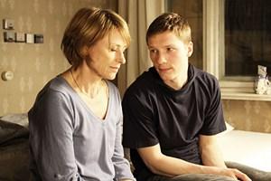 """Auch Mutter ist mal neben der Spur: Corinna Harfouch und Jacob Matschenz in """"3 Zimmer ..."""""""