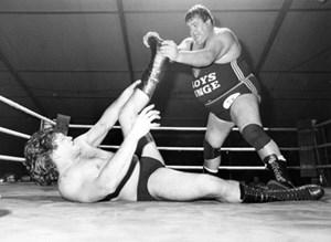 Wanz schwitzte, Wanz hatte 170 kg Wettkampfgewicht, und Wanz hatte zu enge Dressen an. Von den Fans wurde Wanz geliebt. Der Steirer, der 200 Situps am Tag schaffte, wurde 1982 der erste europäische Weltmeister der American Wrestling Association.