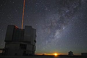 Das Very Large Telescope unter einem unvergleichlich klaren Himmel.