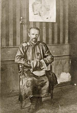 Rotblonde Haare, stahlblaue Augen: Roman Ungern-Sternberg.