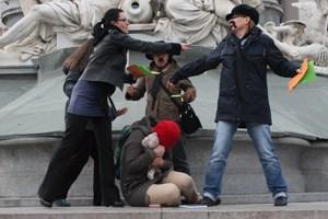 """Zum heutigen Lunch: Flashmob-Protest der Plattform """"20.000 Frauen"""" vor dem Parlament"""