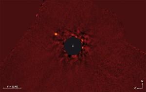 """Eine Aufnahme des """"Super-Jupiters"""" im Nahinfrarotlicht (Wellenlänge 3,8 Mikrometer)."""