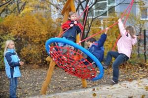 Für Bewegung brauchen Kinder vor allem Freiräume - und unverplante Zeit.