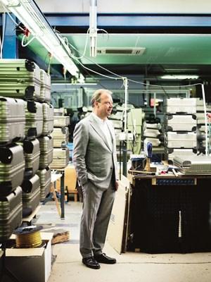 Koffer-König Dieter Morszeck in seiner Kölner Fabrik.